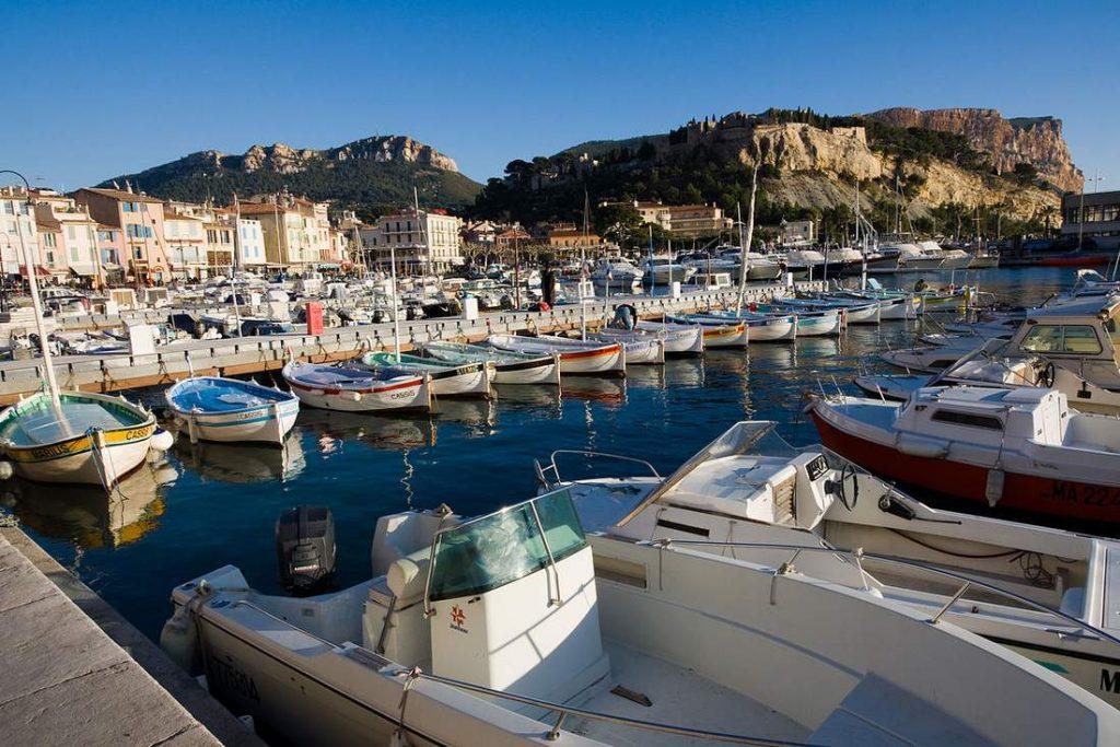 Photo montrant une promenade en bateau au départ de Cassis
