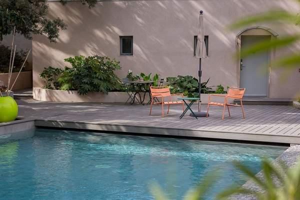 S'allonger au bord de la piscine de l'Hôtel 96 | Avec l'aimable autorisation de l'Hôtel 96 / Hotels.com