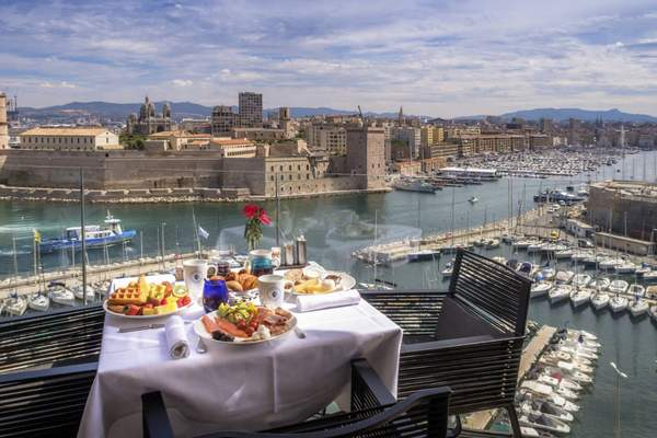 La vue depuis le Sofitel à Marseille est incomparable | Avec l'aimable autorisation du Sofitel Marseille Vieux Port / Hotels.com